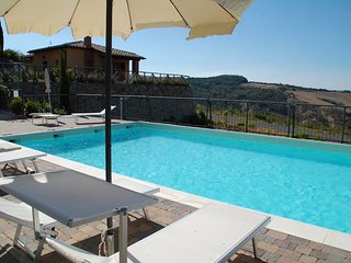 Contignano Apartment Sleeps 4 with Pool - 5765012