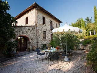Radda in Chianti Apartment Sleeps 4 with Pool - 5762379