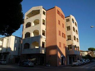 Marina di Grosseto Apartment Sleeps 2 with Air Con - 5764872