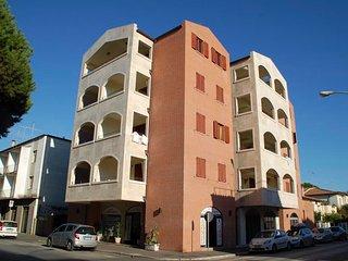 Marina di Grosseto Apartment Sleeps 2 with Air Con - 5764875