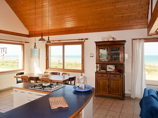 2 bedroom Villa with Walk to Beach & Shops - 5783444