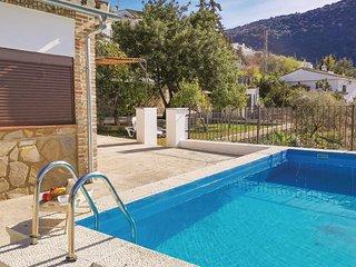 Nice home in Benamahoma w/ Outdoor swimming pool, WiFi and Outdoor swimming pool