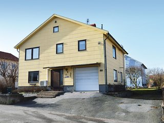 Amazing home in Kungshamn w/ 3 Bedrooms