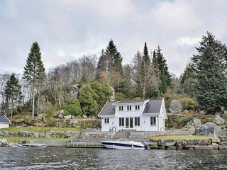 Stunning home in Egersund w/ WiFi and 6 Bedrooms