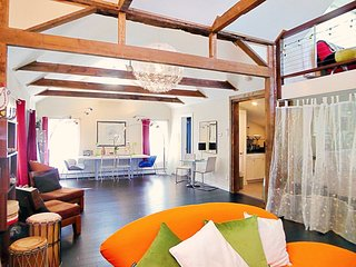 Woodstock Artist's loft with outdoor spa , fantastic view to inspire you