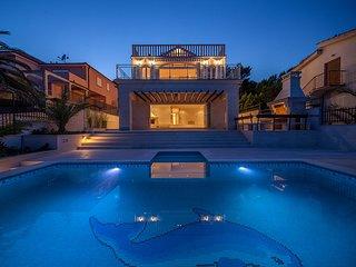 Villa Rogoznica Blue – Large sea front villa with pool, Rogoznica