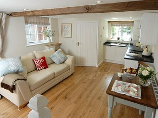 Holly Cottage Nr Broadway ,Cotswold  Hideaway In A Beautiful Village Setting