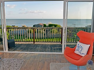 Tides Cottage - stunning sea views and beach garden sleeps 6 in 3 bedrooms