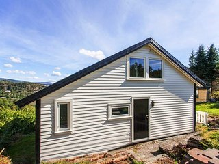 Comfortable home with lovely lake and mountain views!