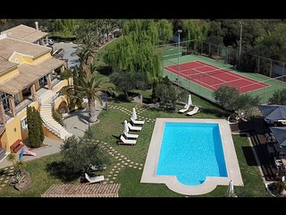 Villa Luxury with tennis court ,heated outdoor and indoor pool (sleep 16)