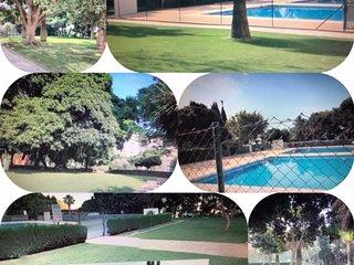 Piso luminoso+ aire acondicionado+jardín y piscina