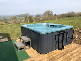 Tycanol Lodge. Luxury Holiday Cottage with Hot tub.
