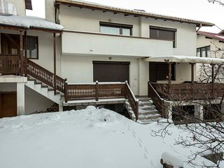 Chalet close to ski lifts with cozy atmosphere. Sleeps 12. Sauna!