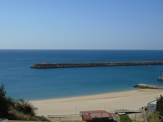 Sea & Beach View Aparment in Sesimbra, 100m from the beach, Sleeps 6