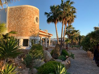Cozy 4 bedrooms Fabulous Villa sleeps 8 Guests