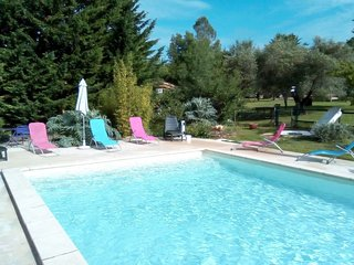 2 bedroom Apartment with Pool and WiFi - 5783809