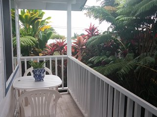 PRIVATE Koi Pond GARDEN COTTAGE in HILO Town ~ Aloha Basket & Flower Greeting