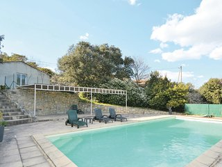 Beautiful apartment in Nîmes w/ WiFi, Outdoor swimming pool and 0 Bedrooms