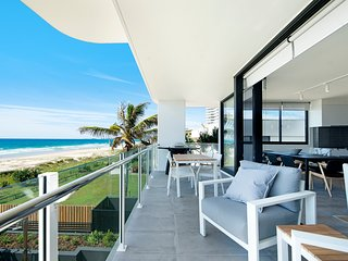 VOGUE HOLIDAY HOMES - THE ONE (LUXURY 4 BED 3 BATH BEACHFRONT APARTMENT)