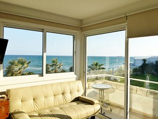 ★ Beachfront House ▶ 20m to the Beach!★