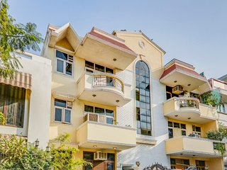 Homely 2 BHK, near DLF CyberHub / 71370