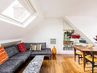 Beautiful flat with amazing view in Holland Park & 9min from Kensington Olympia