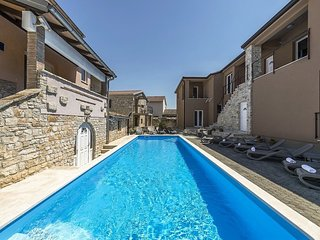 Appartamento moderno Tar-Poreč NOA2 piscina Wi-Fi terrazzo barbeque sala giochi