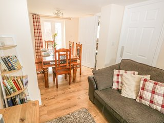 SADDLER'S COTTAGE, family friendly, country holiday cottage, with a garden in