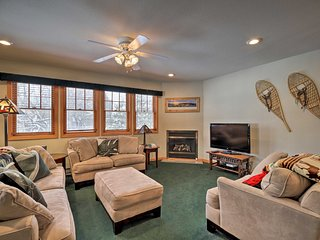 NEW! Cozy Central Lake Placid Townhome w/ Porch!