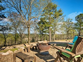 Mountaintop Retreat w/ Hot Tub & 30-Mile Views!