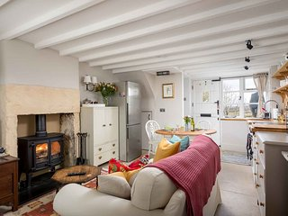 Bracken Cottage is a lovely home with stunning views of the Cotswold countryside