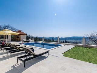 Villa Dragić- Three Bedroom Villa with Swimming Pool and Terrace