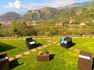 Villa Fanella, independent house with its own beautiful private garden with view