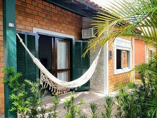 Casa confortável para 4 ou 5 pessoas em cond. fechado com piscina-150 m da praia