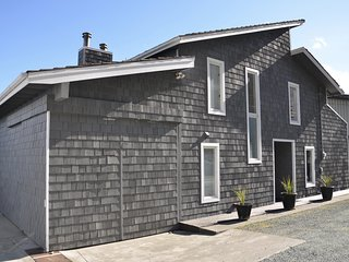 Beautiful Whidbey Island waterfront 2BD/2BA home on Hidden Beach (Sleeps 6)