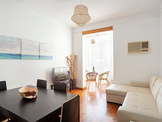 Spacious 4 Bed Apt close to Sagrada Familia Temple