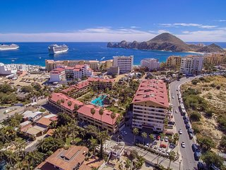 Casa Del Playa Marina Sol! Beautiful Condo and Steps to Cabo and the Beach!