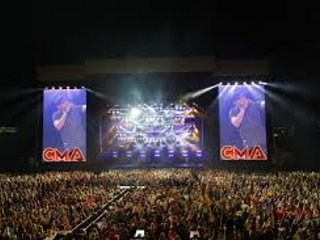 CMA FEST GUESTS: 2 BD DLX SLEEPS 8 AND HAS SHUTTLE SERVICE TO/FROM UNTIL 2:30am!