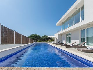 Villa Torroes 6 Pax - New!