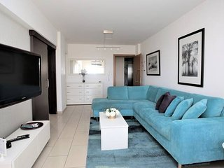 Luxury apartment port & sea view, free parking