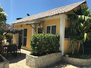 Wonderful poolside bungalow perfect for 2 people