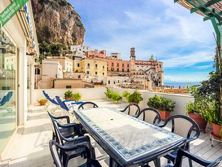 LivingAmalfi: Sirens, big house,sea view,wifi,AC,short distance to the beach!