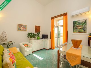 LivingAmalfi: Casa Charmante, easy access,close to Atrani beach and restaurants.