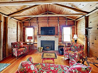 The Chalet: All-Suite 2BR w/ Sunroom, Nestled on Private 1,700-Acre Ranch