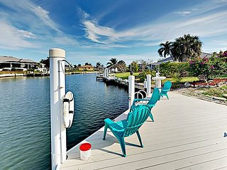 Waterfront 3BR w/ Private Dock & Enclosed Lanai - Near Residence Beach