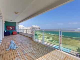 Seafront Apartment in Fort Cambridge with Pool