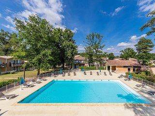 Appartement PROCHE DU COURS DU GOLF + piscines sur place