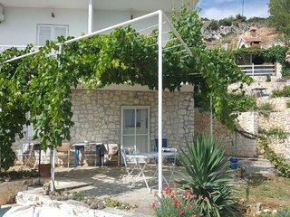 Zaglavice Apartment Sleeps 4 with WiFi - 5784585