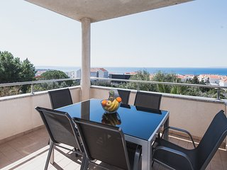Apartment with Sea View, Roko