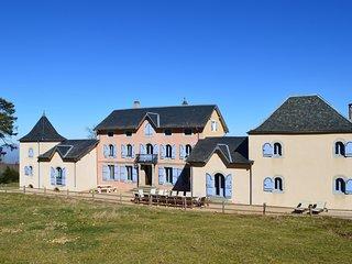 En Dardé 24 -Schitterend Château uit 1800 te huur op 90 hectare bos en grasland